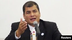 """El presidente Correa le dijo al embajador estadounidense, Adam Namm, que no sea entrometido y """"malcriadito""""."""