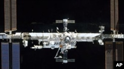 國際太空站需要作定期檢查維修。