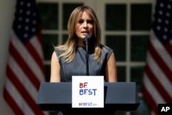 도널드 트럼프 미국 대통령의 부인 멜라니아 트럼프 여사가 7일 백악관에서 열린 '비 베스트(Be Best)' 아동 복지 운동 1주년 행사에 참석했다.