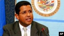 El expresidente Francisco Flores, quien polarizó la economía salvadoreña, murió el sábado a la edad de 56 años.