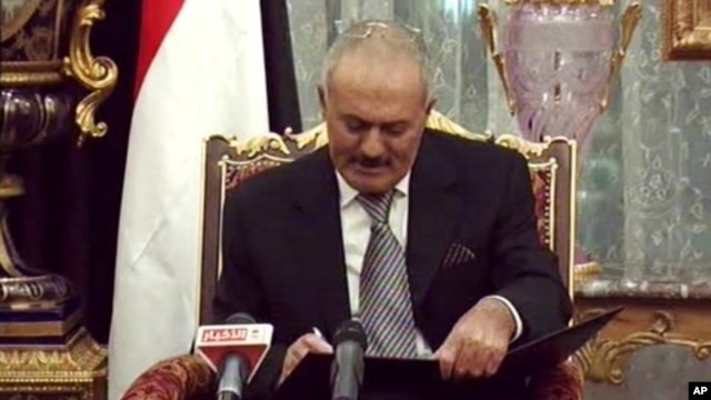 Yemeni President Ali Abdullah Saleh signs a document agreeing to step down after a long-running uprising to oust him from 33 years in power in Riyadh, Saudi Arabia. (File Photo - November 23, 2011)