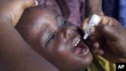 Ana diga ma wani yaro dan shekara hudu maganin rigakafin Polio a Lagos, Najeriya