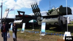 去年8月莫斯科航展上展出的防空導彈。 (美國之音白樺拍攝)