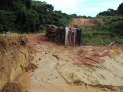 Uige - Construçao de estradas paralizada deixando populações isoladas - 1:44