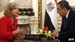 ABŞ dövlət katibi Hillari Klinton baş nazir olacaq Essam Şərəflə görüşür