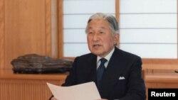 Japanski car Akihito obraća se javnosti iz Carske palate u Tokiju