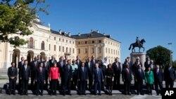 """与会的全球二十个主要经济体的领导人在圣彼得堡拍摄""""全家福""""照片"""