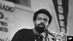 Na fotografiji snimljenoj 12. marta 1972. pesnik i socijalni aktivista Amiri Baraka govori na poltičkoj konvenciji u Geriju u Indijani.