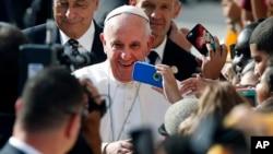 """El papa dijo que mensaje que dará en la próxima Jornada de las Comunicaciones Sociales 2018 de la Iglesia Católica será """"La verdad os hará libres. Noticias falsas y periodismo de paz""""."""