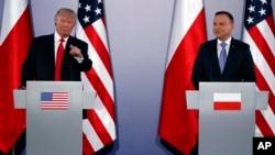 Perezida Donald Trump w'Amerika na perezida wa Polonye Andrzej Duda, baha ikiganiro Abanyamakuru, i Varsovie muri Polonye