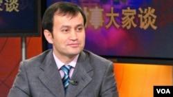 世界維吾爾大會發言人、美國維吾爾協會主席阿里木.斯依托夫2006年接受美國之音採訪