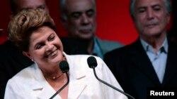재선에 성공한 지우마 호세프 브라질 대통령이 26일 투표 결과가 발표된 뒤 기자회견을 가지고 있다.