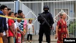印尼反恐警察在泗水搜查恐怖分子嫌疑人