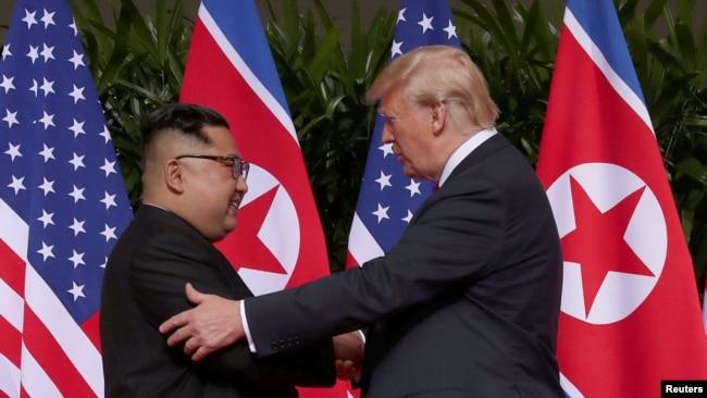 Lãnh tụ Kim Jong Un và TT Mỹ Donald Trump tại Singapore, 12/6/2018.