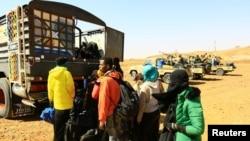 Des migrants illégaux et leurs passeurs arrêtés en route vers Libya, à Omdurman, Soudan, le 8 janvier 2017.