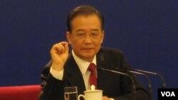 中国总理温家宝回答记者提问(资料照片)(美国之音张楠拍摄)