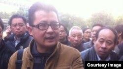 郭飞雄2013年初参与声援广州南方周末员工。(微博图片)