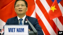 Vietnamese Trade Minister Tran Tuan Anh speaks during a press conference about the Trans-Pacific Partnership (TPP) held on the sidelines of the Asia-Pacific Economic Cooperation (APEC) Summit in Danang, Vietnam, Nov. 11, 2017.
