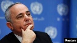 یووال استاینیتز، وزیر امور استراتژیک در روابط بین المللی. در کنفرانس مطبوعاتی در سازمان ملل متحد. نیویورک، ۲۵ سپتامبر ۲۰۱۳