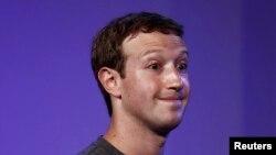 Pendiri dan CEO Facebook, Mark Zuckerberg, dalam KTT Internet.org di New Delhi, Oktober 2014. (Reuters/Adnan Abidi)
