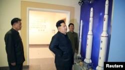 북한 김정은 국방위원회 제1위원장이 새로 건설한 국가우주개발국 위성관제종합지휘소를 방문했다고, 관영 '조선중앙통신'이 지난 3일 전했다.