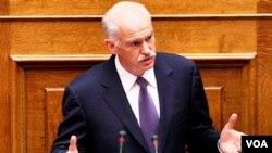 PM George Papandreou menyerukan referendum untuk mengubah konstitusi Yunani.