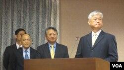 台湾官员在立法院就马习会接受质询(美国之音张永泰拍摄)