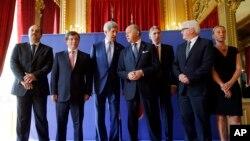 Ngoại trưởng Mỹ John Kerry cùng với các Bộ trưởng Ngoại giao của Qatar, Thổ Nhĩ Kỳ, Pháp, Anh, Đức, Ý sau cuộc họp về vụ khủng hoảng Trung Đông, ở Paris, 26/7/2014.