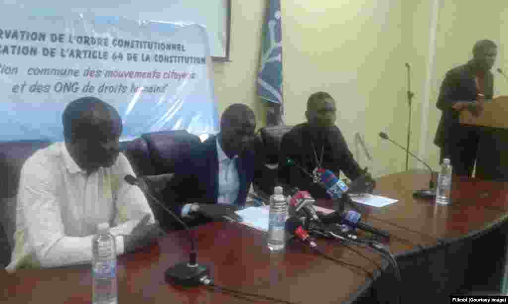 Les mouvements citoyens congolais et 169 organisations de la société civile ont organisé une conférence de presse conjointe pour présenter leur position commune pour une alternance politique pacifique le 19 décembre 2016, à Kinshasa, RDC, 21 octobre 2016.