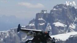 Phi công Thụy Sĩ chinh phục dãy núi Ý bằng y phục phản lực