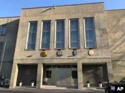 북한 평양의 독일대사관 건물. 영국과 스웨덴, 프랑스 대사관도 같은 건물을 쓰고 있다.