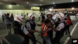 진압 경찰과 충돌하는 브라질 시위대
