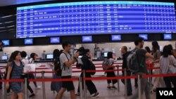 廣深港高鐵香港段西九龍站售票處正式開始預售車票。(美國之音湯惠芸)