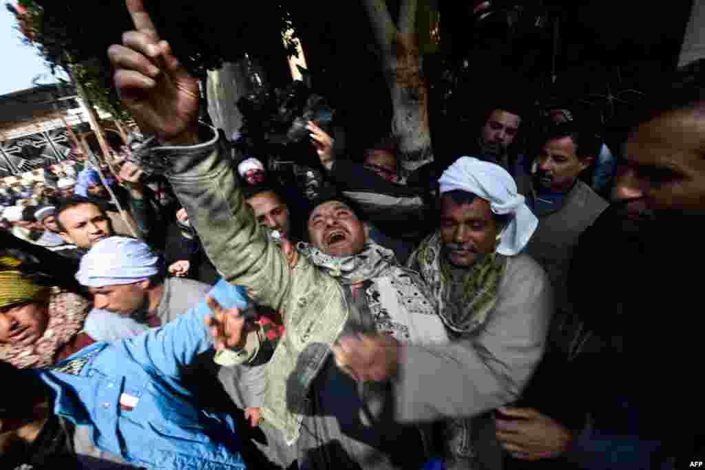 واکنش یک مسیحی قبطی مصر پس از شنیدن خبر سربریدن ۲۱ مسیحی قبطی توسط گروه تندرو دولت اسلامی در لیبیا