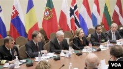 Pertemuan para Menlu dan Menhan NATO di markas besar NATO di Brussels, Belgia 14 Oktober 2010.
