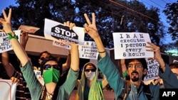 İran'da Muhalif Gösteri Dağıtıldı