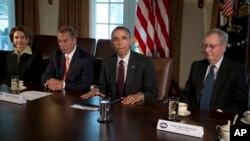 Presiden AS Barack Obama, bersama (dari kiri ke kanan) pemimpin minoritas DPR Nancy Pelosi, Ketua DPR John Boehner dan pemimpin mayoritas Senat Mitch McConnell, dalam pertemuan mengenai kepemimpinan bipartisan di Gedung Putih (13/1).