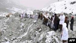 Пакистанські рятувальники на місці обвалу снігової лавини