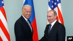 资料照:美国总统拜登身为副总统时在莫斯科与俄罗斯总统普京会面。(2011年3月10日)