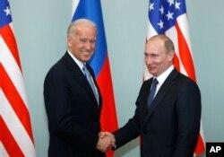 Зустріч тогочасного віце-президента США Джо Байдена та тогочасного прем'єр-міністра Росії Володимира Путіна, Москва, 10 березня 2011. REUTERS