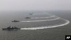 Tàu chiến của hải quân Nam Triều Tiên trong một đợt diễn tập.