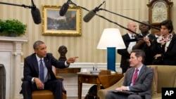 بارک اوباما رئیس جمهور و داکتر توماس فریدن رئیس مرکز کنترول و وقایۀ امراض ایالات متحده