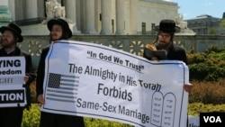 支持 vs. 反对同性恋婚姻者在最高法院前示威