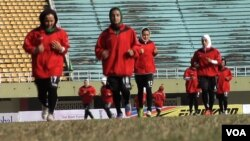Afghan players warming up at the South Asian Football Federation Championship in Islamabad. (Ayaz Gul/VOA)