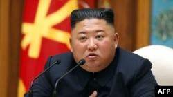 Kim Jong Un saat menghadiri rapat Komite Pusat Partai Pekerja Korea di Pyongyang, 11 April 2020. (Foto: KCNA via AFP)