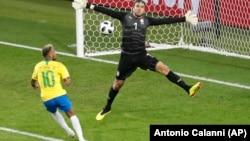 نیمار، مهاجم برازیلی پس از پیروزی در برابر سربستان، خوشحال تر از همه به نظر می رسید.