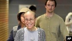 中国诺贝尔和平奖得主、政治异议人士刘晓波的遗孀刘霞于2018年7月10日抵达芬兰赫尔辛基国际机场。