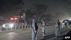 Xe cứu thương rời địa điểm bị tấn công tự sát