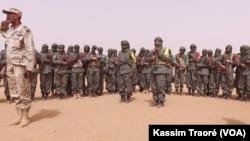 Le colonel Rhissa, coordonateur du Mécanismeopérationneldecoordination(MOC), le 20 mars 2017. (VOA/Kassim Traoré)