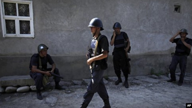 Kyrgyz soldiers rest after conducting house-to-house searches in a district inhabited by ethnic Uzbek Kyrgyz citizens in the southern Kyrgyz city of Osh, June 22, 2010.